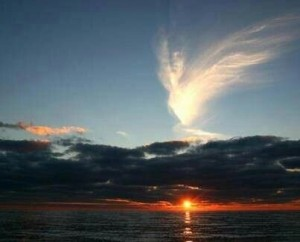 angeli in cielo nuvole segno