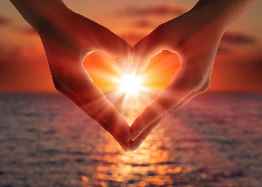 mani cuore universo amore